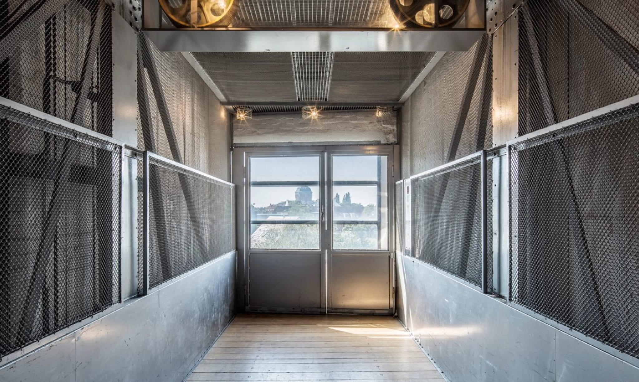 Syndicate freight elevator