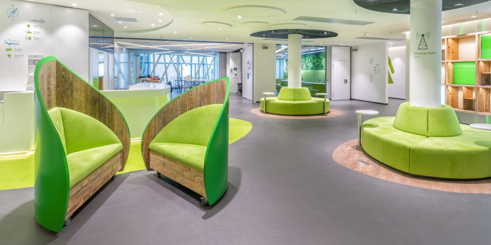 Zentraler Counterbereich im Deloitte Greenhouse Berlin