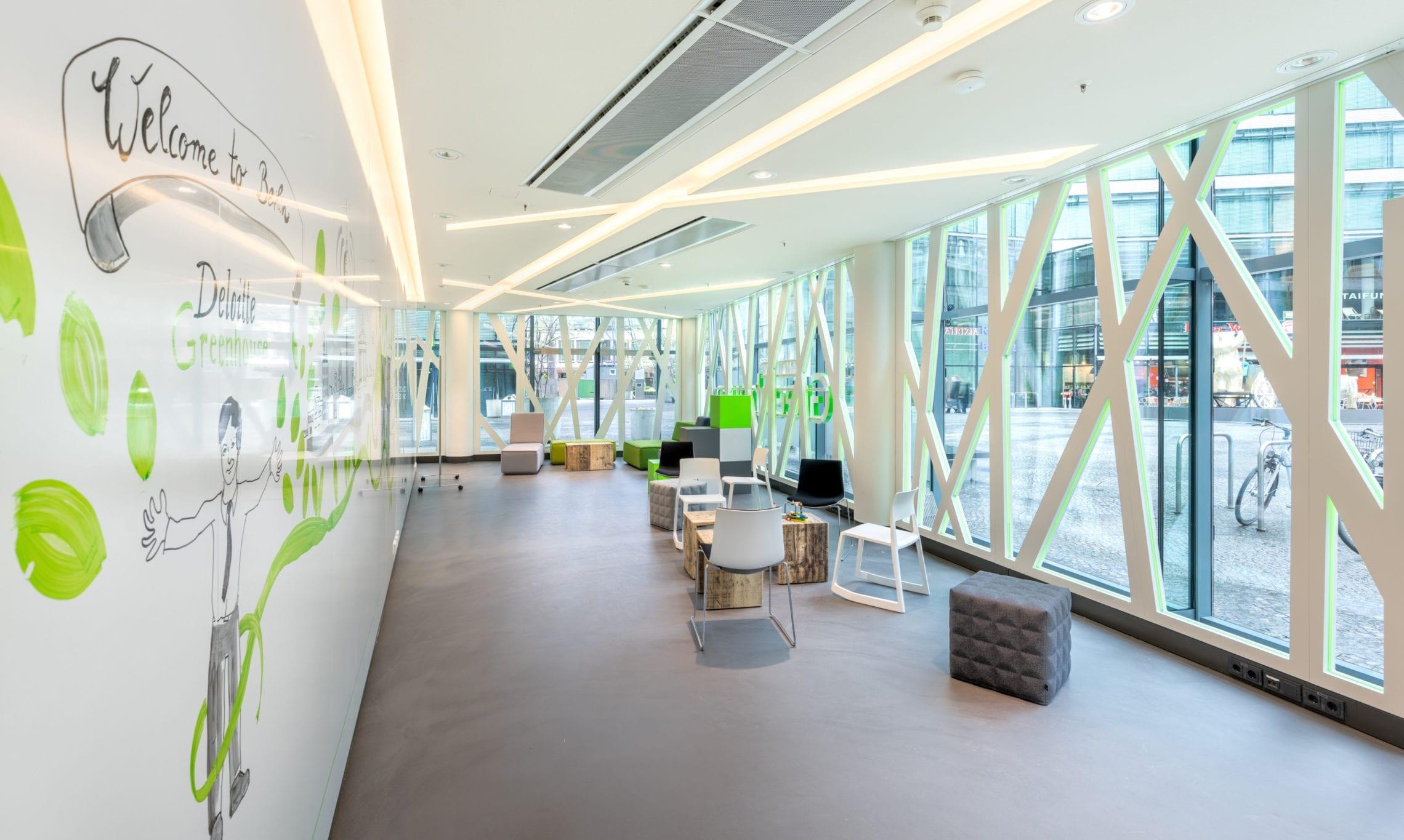 Sitzbereich im Deloitte Greenhouse Berlin