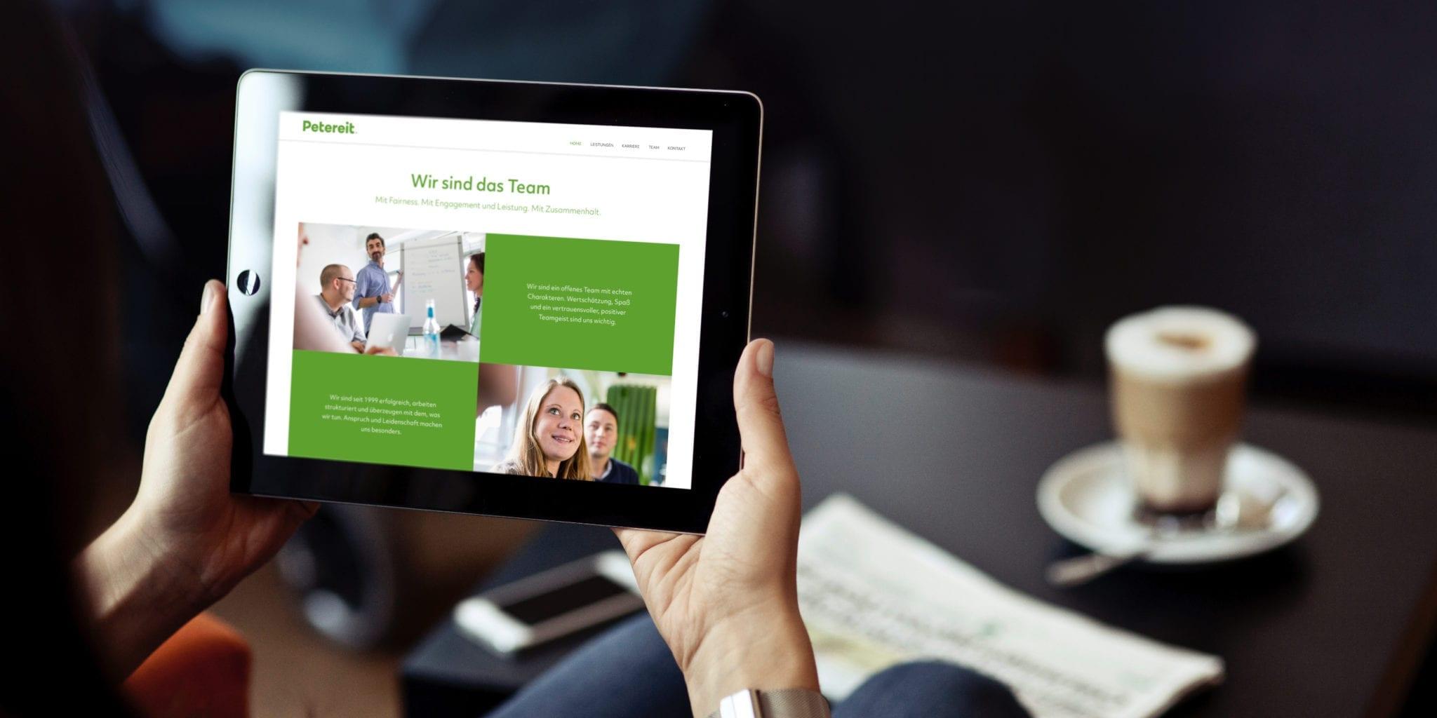 Petereit Webdesign auf Tablet