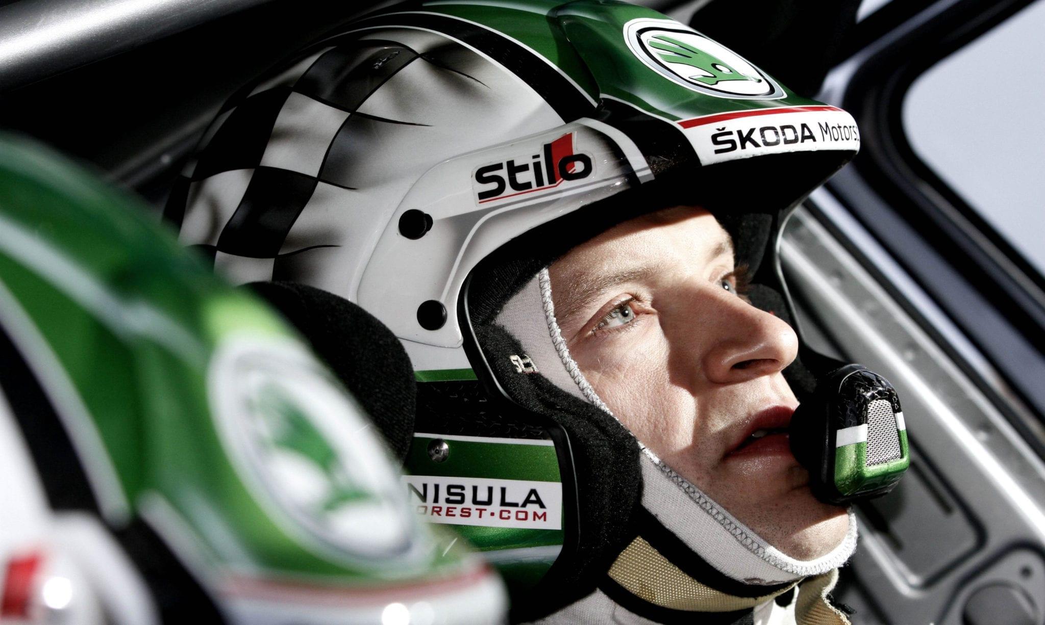 Skoda Motorsport Sponsoring auf Rennfahrer Helm