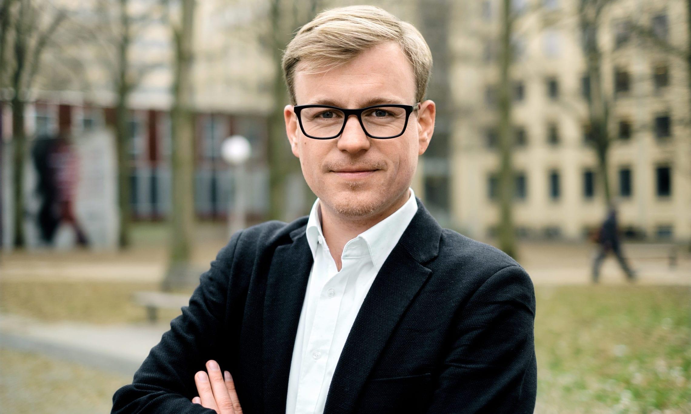 Dennis Hildebrand, Kontakt für Neugeschäft
