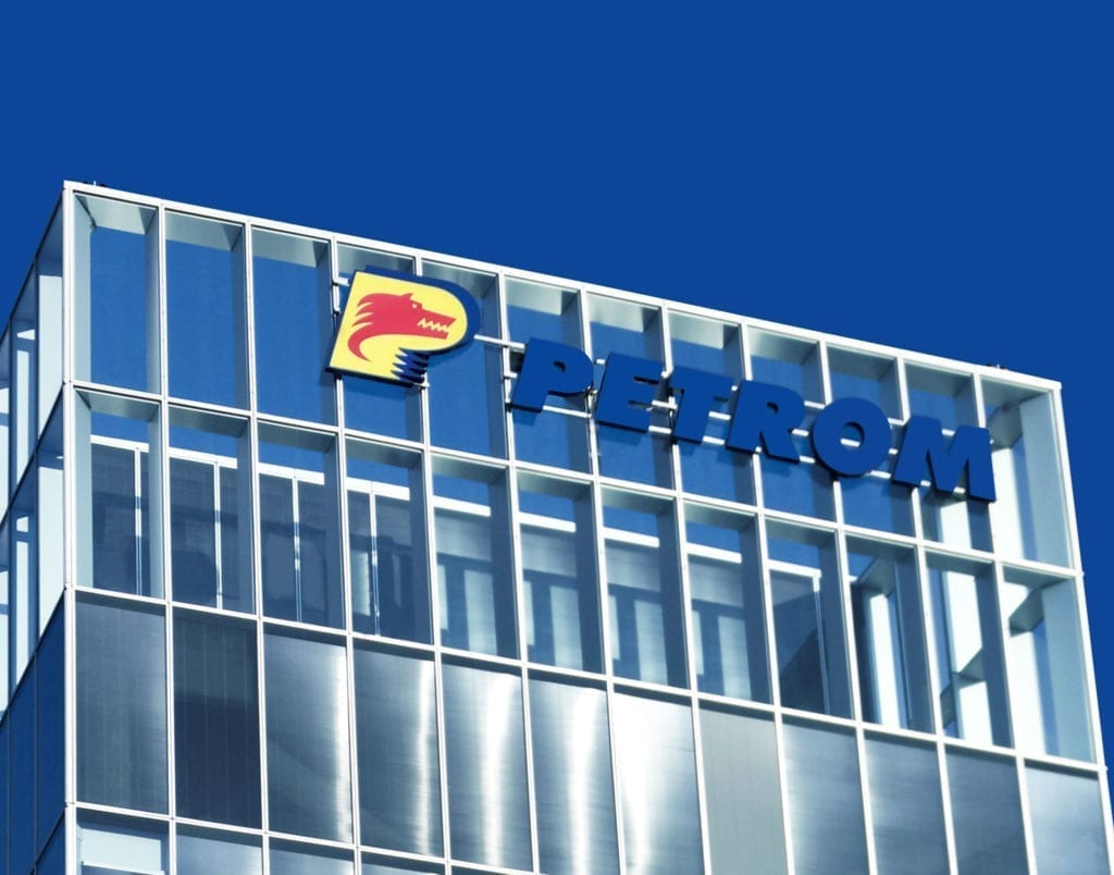 Petrom Logo an Gebäudefassade