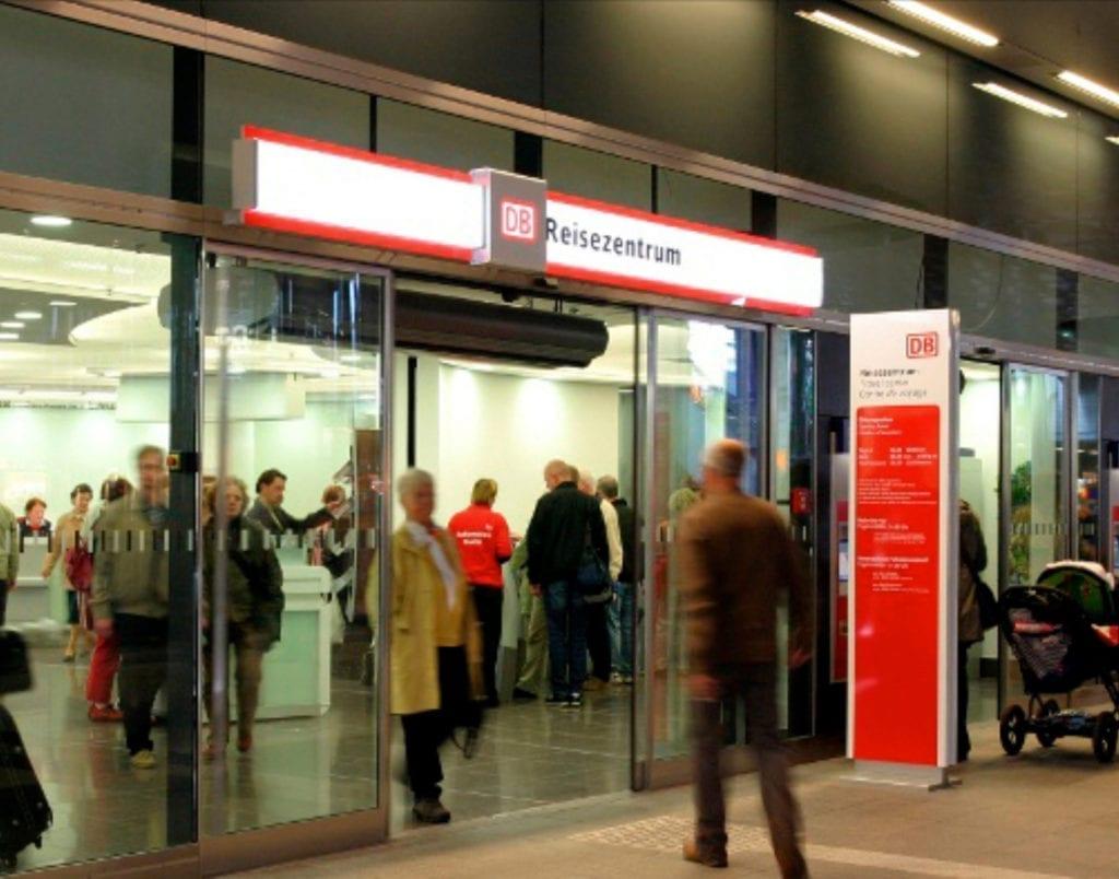 Deutsche Bahn Reisezentrum Außenansicht