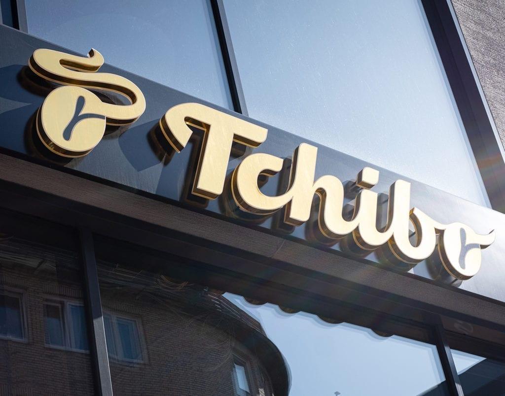 Tchibo Logo an Gebäudefassade