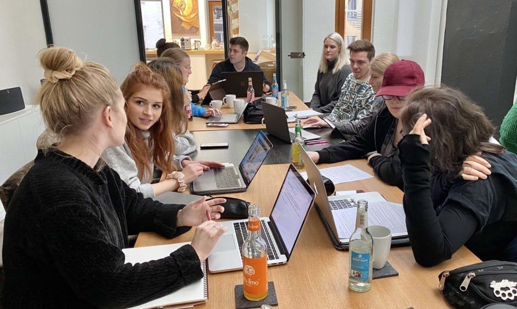 Studierende der FSG Freie Schule für Gestaltung zu Besuch bei Syndicate Design