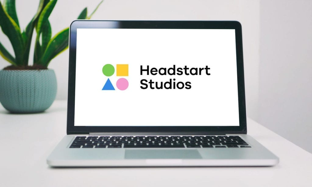 Headstart Studios Logo auf Laptop