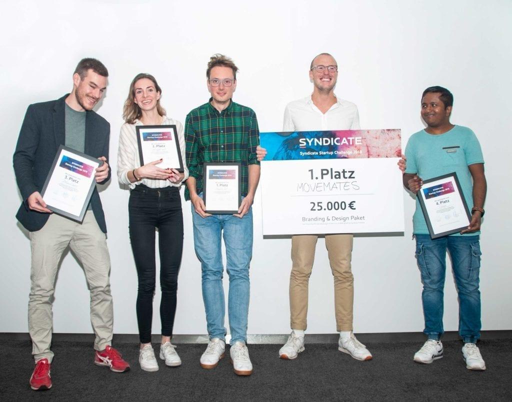 Syndicate Startup Challenge Finalisten mit Urkunden bei der Siegerehrung