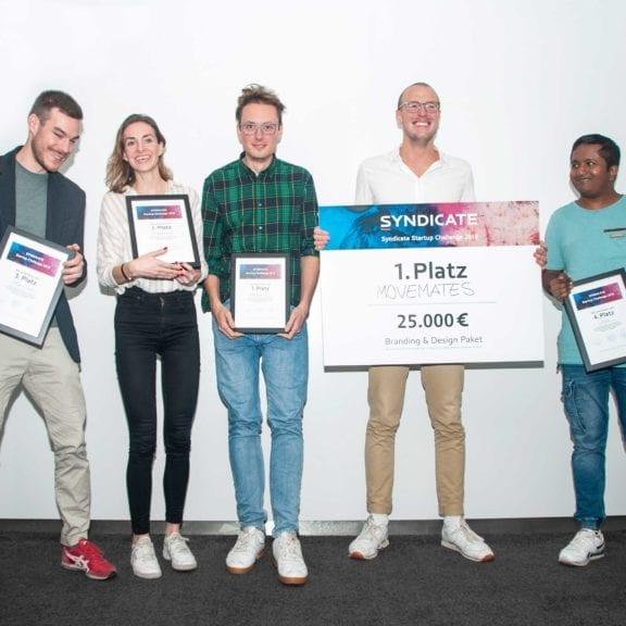 Startup Challenge Finalisten Movemates, Blickfeld, Blumixx und Geogen mit Urkunden bei der Siegerehrung